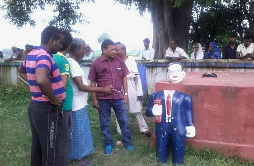 आजमगढ़ में फिर तोड़ी गई अंबेडकर की मूर्ती, मौके पर पहुंची भीड़, तनाव