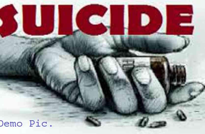 यूपी के आजमगढ़ में किसान जहर खाकर की आत्महत्या, सुसाइड नोट में लिखा...