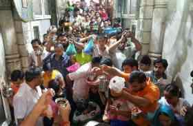सावन के आखिरी सोमवार पर शिवलायों में उमड़ा भक्तों का जनसैलाब,  देखें तस्वीरें