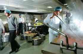 अब रेलवे बताएगा कौन से मसाले में पकाया है आपका खाना