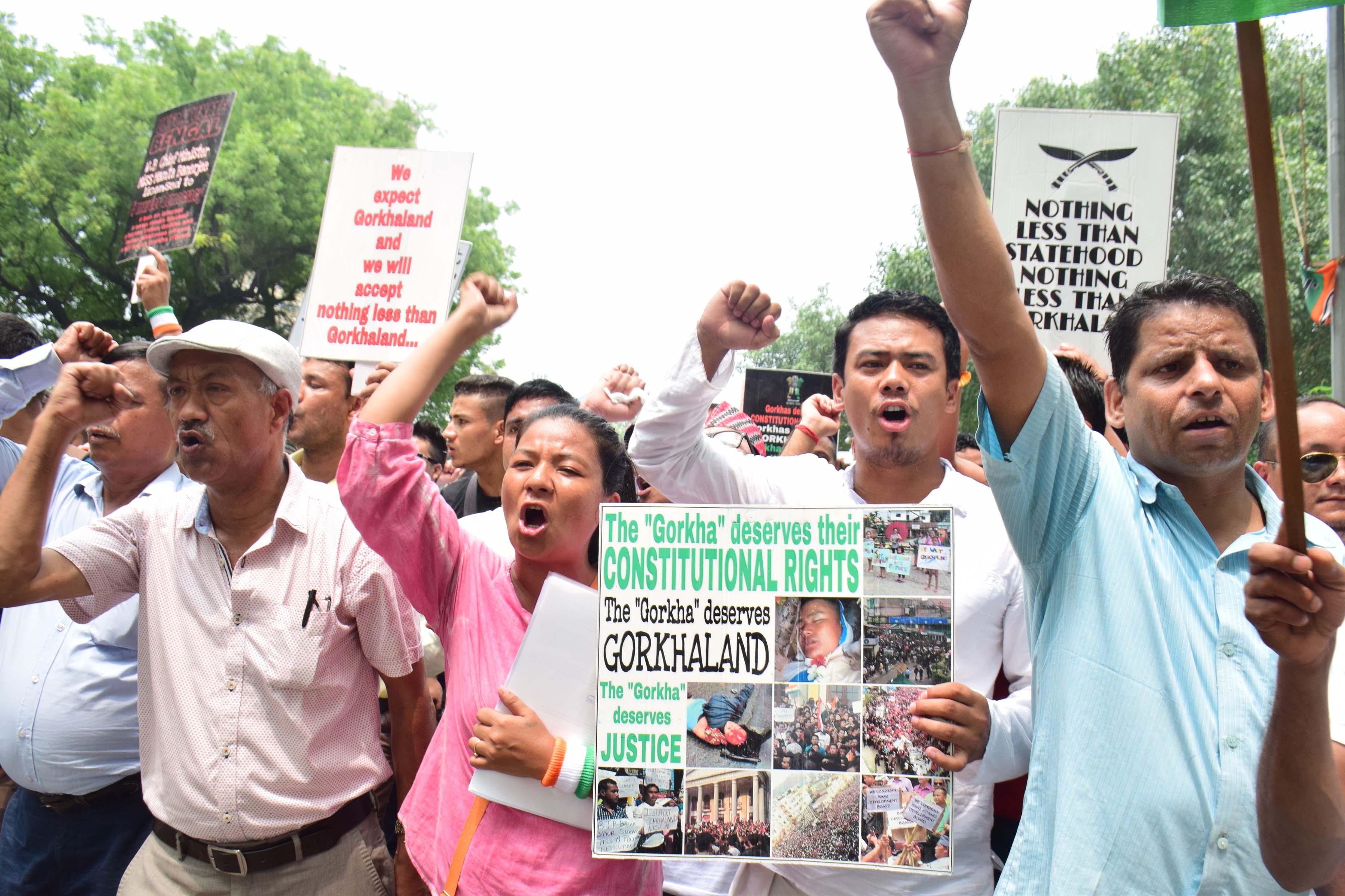 तस्वीरों में देखिए, गोरखालैंड राज्य की मांग को लेकर जीजेएम का संसद मार्च