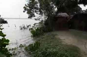 बाढ़ का कहर: लगातार हो रही बारिश से स्थिति गम्भीर, 41 गांव घाघरा के पानी में विलीन