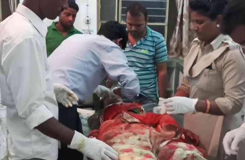 श्रद्घालुआें से भरी टवेरा को टैंकर ने मारी टक्कर, दर्दनाक हादसे में छह लोगों की मौत
