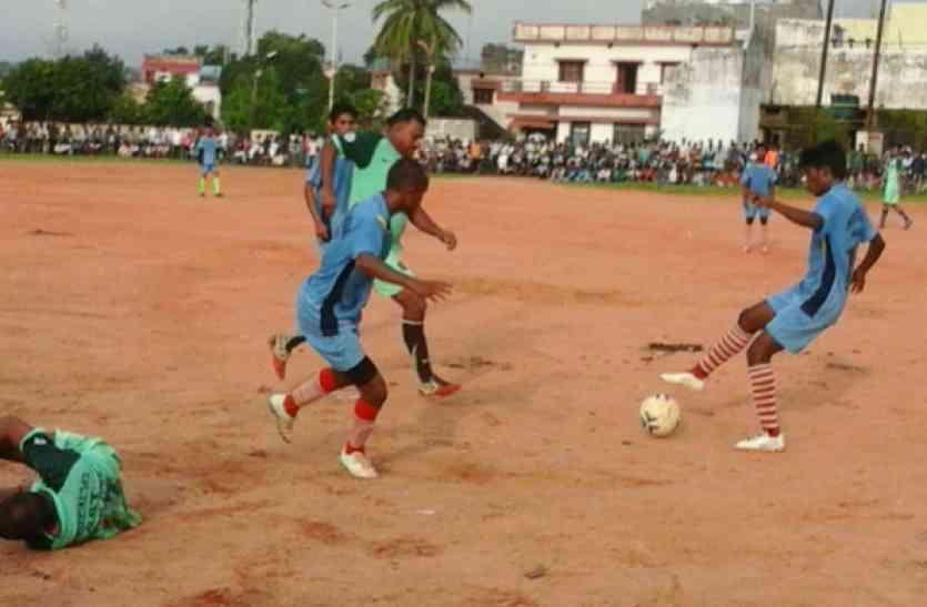 बंगाल के युवाओं से जुड़ने के लिए आरएसएस की फुटबॉल मुहिम
