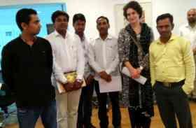रायबरेली के जिलाध्यक्ष की अगुवाई में प्रियंका गांधी से कांग्रेस कार्यकर्ताओं ने की मुलाकात
