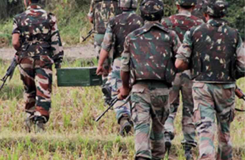 जम्मू-कश्मीर के कुपवाड़ा में सुरक्षाबलों ने 3 आतंकियों को घेरा, एनकाउंटर जारी
