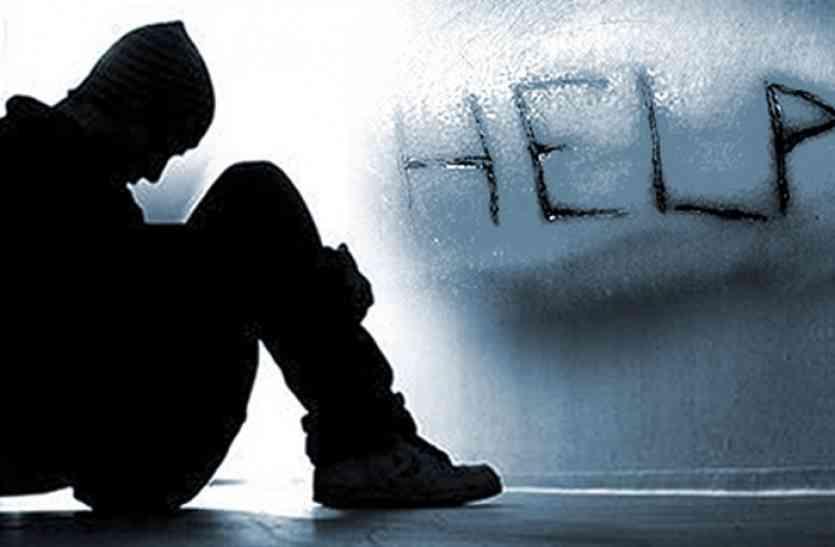 अश्लील फोटो खींच किया ब्लैकमेल तो युवक ने की आत्महत्या, दंपती सहित तीन गिरफ्तार