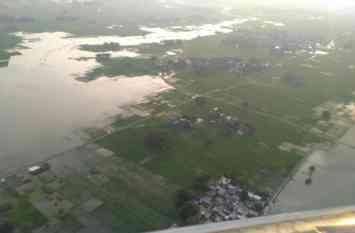 जिले में और भयावह हुआ बाढ़ का कहर, सेना के हेलीकॉप्टरों ने किया निरीक्षण, देखें तस्वीरें