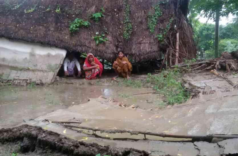 बाढ़ की स्थिति बेहद खतरनाक मोड पर, दर्जनों गांव डूबे