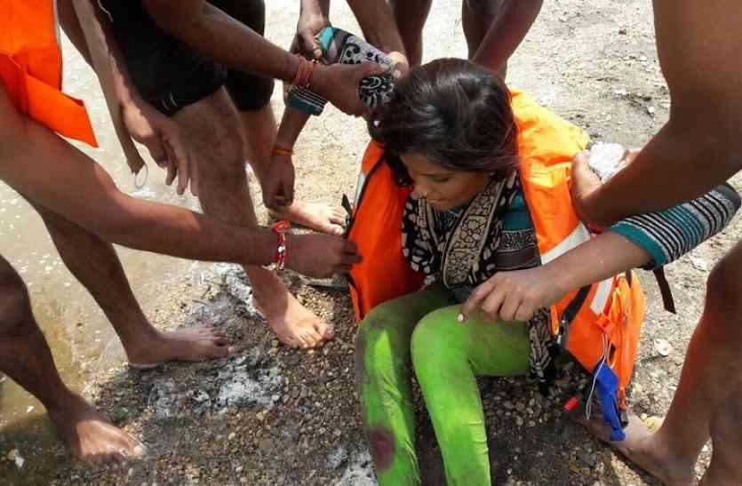वैनगंगा नदी के बड़े पुल से महिला ने नदी में लगाई छलांग