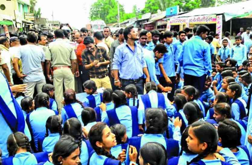 बाहरी लोगों ने स्कूल में मारपीट, आरोपियों में महिलाएं भी शामिलं