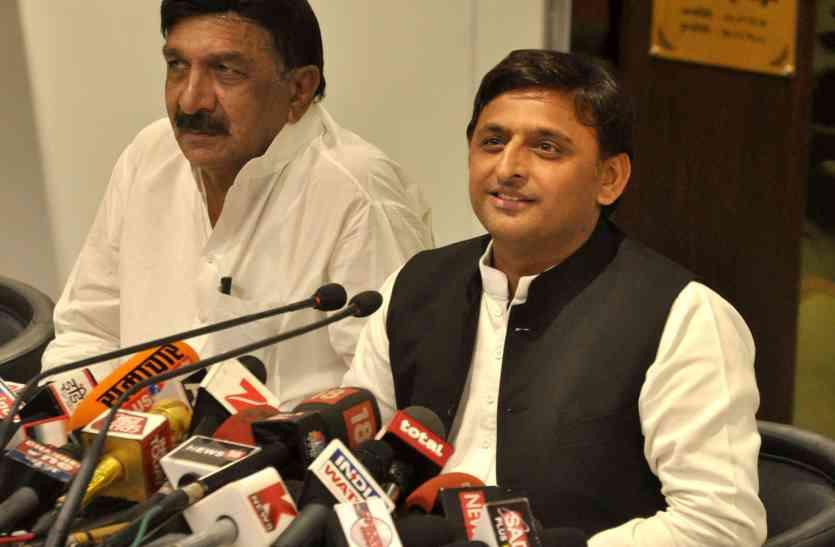 अखिलेश का आरोप, भाजपा का जिला पंचायत अध्यक्ष बनाने की पुलिस ने ली है सुपारी