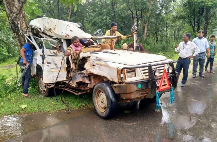 बीजापुर ब्रेकिंग. जवानों से भरी बस और टैक्सी में हुई टक्कर टैक्सी में सवार सभी को आई चोट