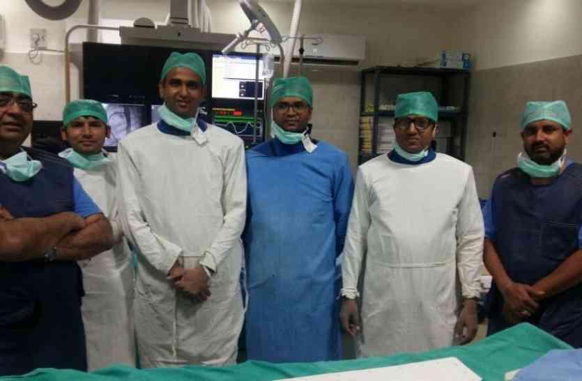 एएमयू के जवाहर लाल नेहरू मेडिकल कॉलेज में पहली बार PDA device closure
