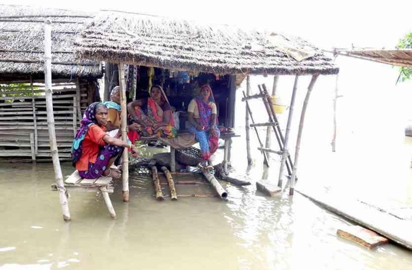 बाढ़ से तबाही : यहाँ तो सब कुछ बह गया है मुख्यमंत्री जी कोई तो मदद भेजिए