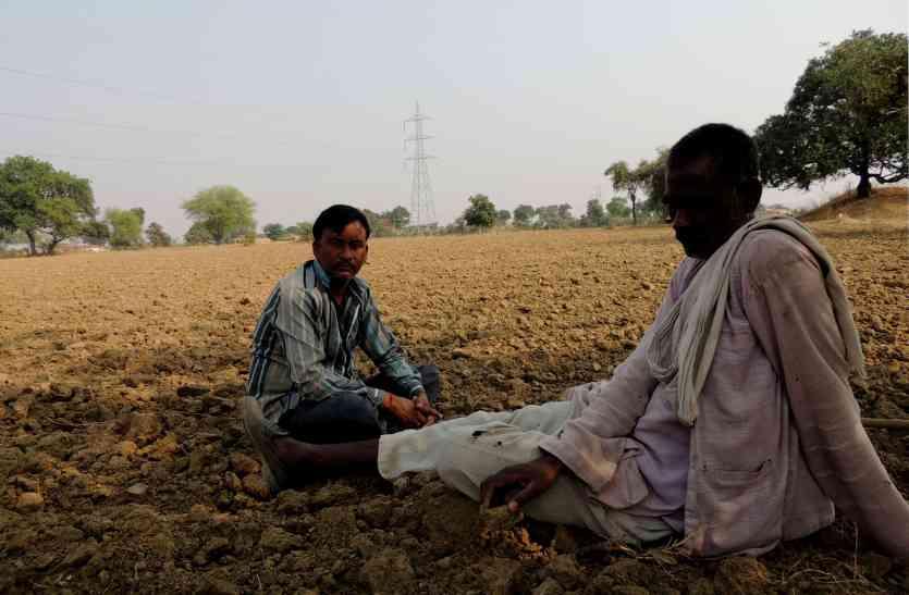 गांवों में भूमि नामातंरण के लिए भटक रहे किसान