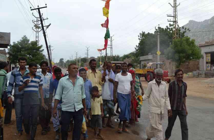 पग-पग पर पांडाल, सड़क पर सेवा के रसोड़े