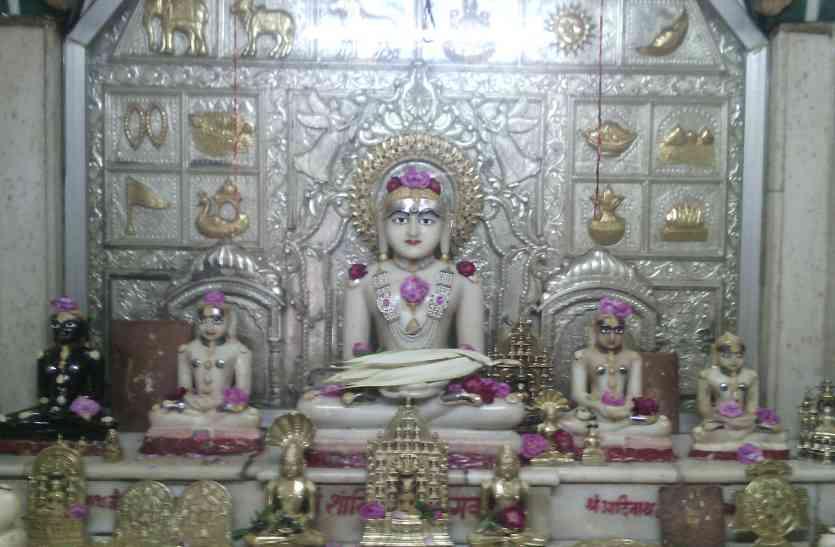२००० वर्ष प्राचीन है नीमच सिटी का शांतिनाथ भगवान मंदिर ....