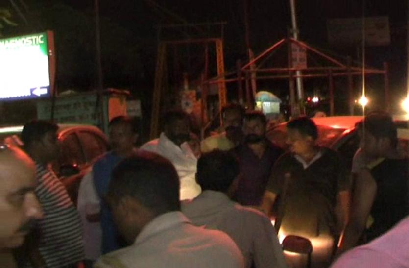बदमाशों ने कॉपर व्यापारी की गाड़ी पर बरसाई गोलियां, गंभीर रूप से घायल