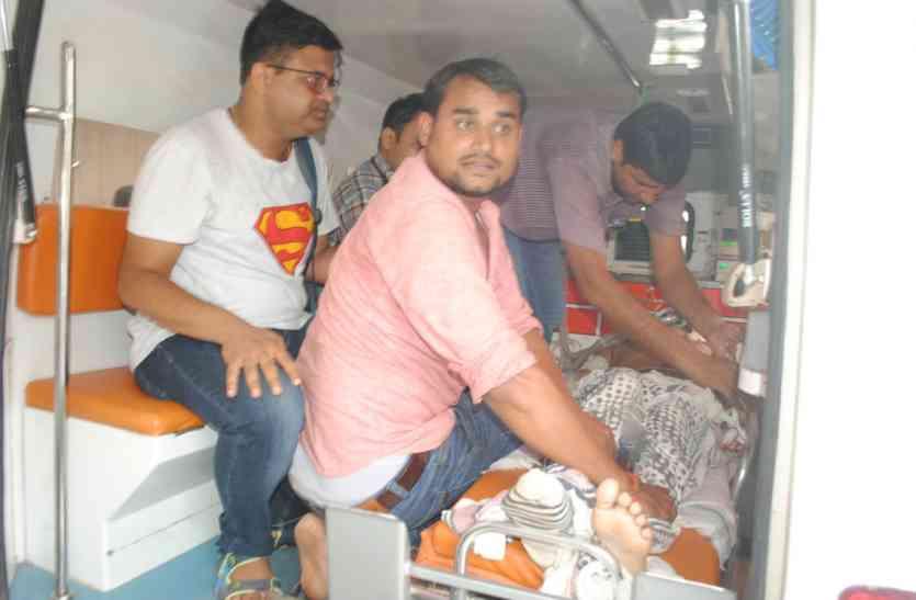 कातिलाना हमले में घायल भाजयुमो नेता की हालत बिगड़ी, एयर एंबुलेंस से दिल्ली ले गए