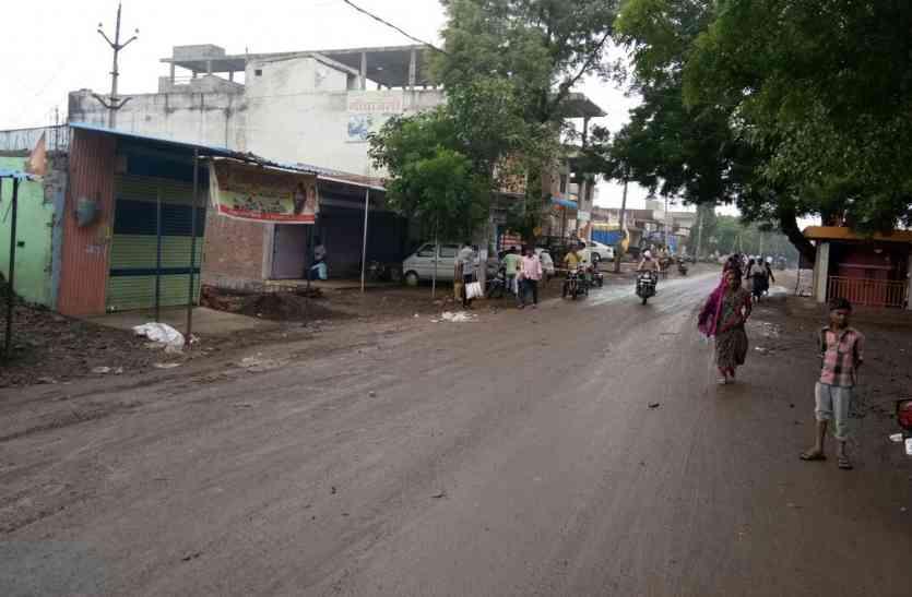 चोरी की बढ़ती वारदातों से आक्रोश, विरोध में बंद रहा बाजार