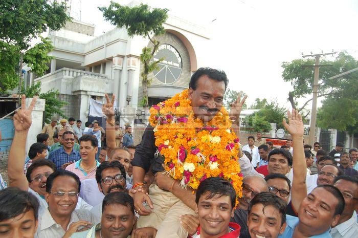 Tea-seller opened destiny gate for Jainendra Jain and Meera Gupta