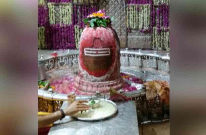 संध्या आरती में ऐसा सजा राजाधिराज महाकाल का दरबार, देखें वीडियो