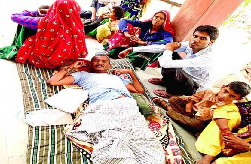 सरकारी फरमान से अलवर जिले के दिव्यांग मुसीबत में, किसी जंग से कम नहीं ये काम