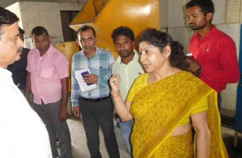 गोरखपुर मामला- अनीता भटनागर को अपर मुख्य सचिव चिकित्सा शिक्षा पद से हटाया गया