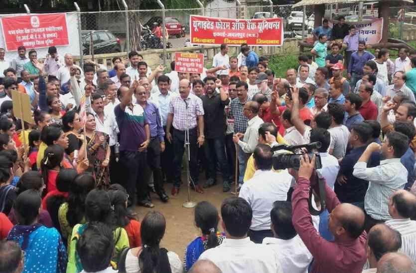 bank strike त्योहार के पहले बैंक बंद, एटीएम भी हुए खाली- देखें वीडियो