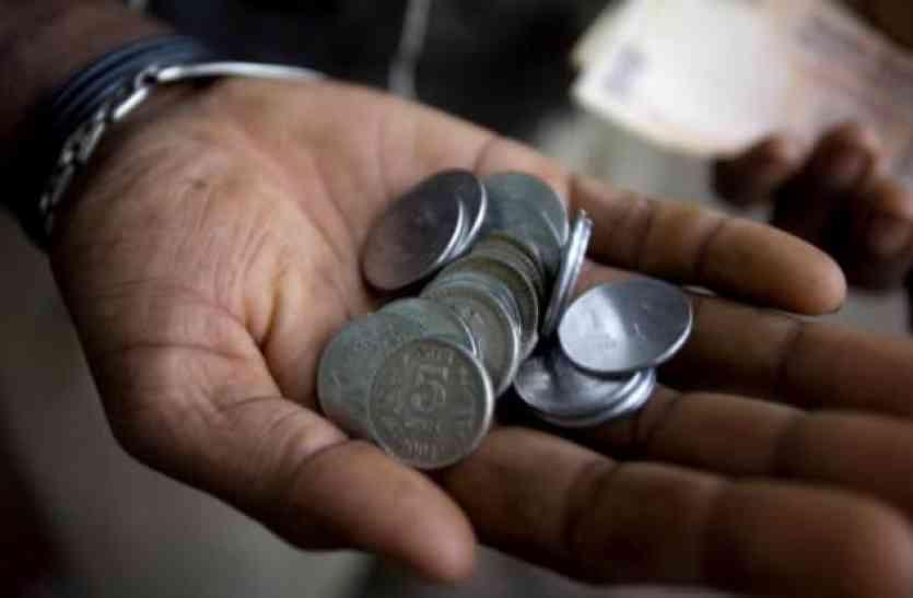 सिक्कों को लेकर लोग हो रहे हैं परेशान, बंद होने की अफवाह हुईं गर्म