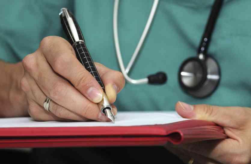 मरीज को लिखी डॉक्टर की पर्ची की यह सबसे खास बात हम सबको पता होनी चाहिए