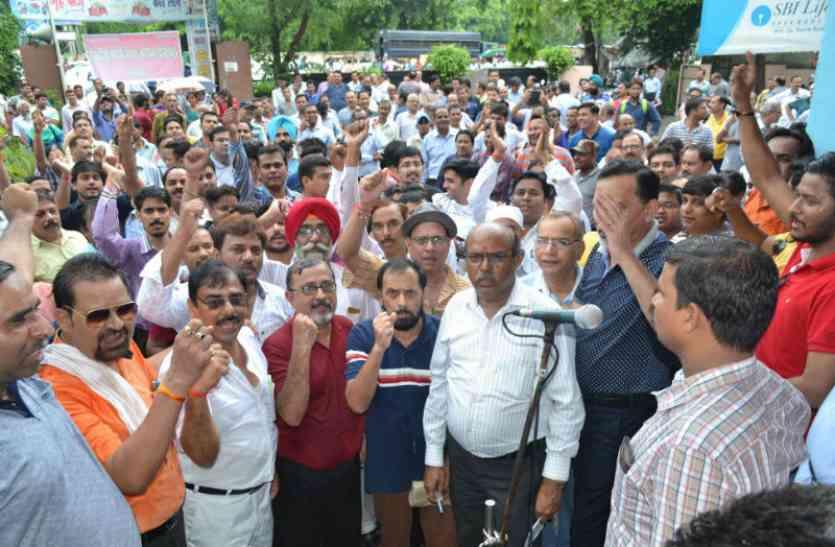 बैंक कर्मियों की हड़ताल से 200 करोड़ लेन-देन प्रभावित