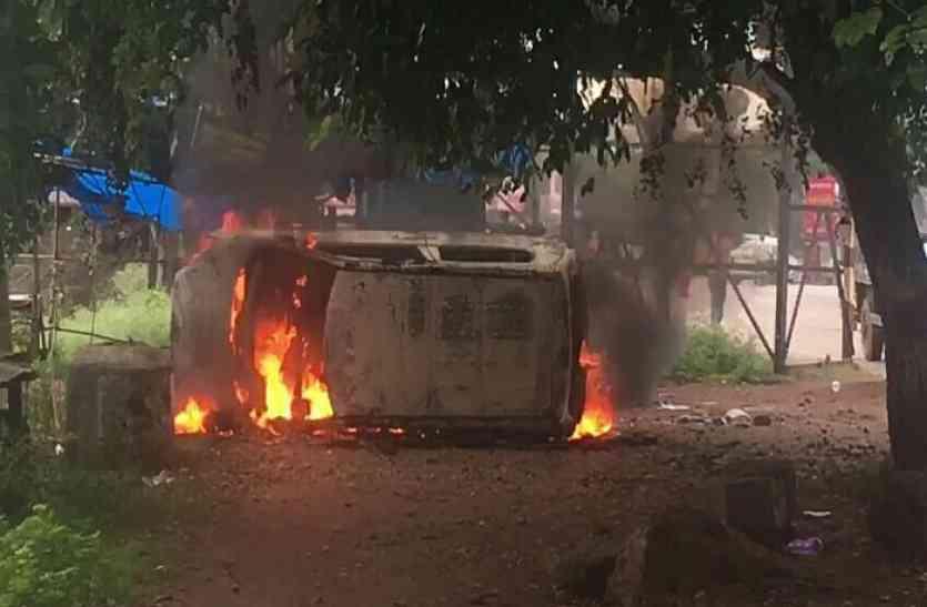 छोटी सी नोकझोंक पर बड़ा हंगामा, BIT में उत्पाती छात्रों ने गाड़ी को आग के हवाले कर लहराया हथियार