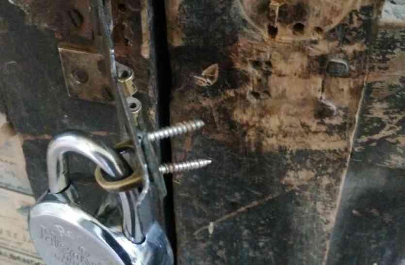 स्कूल समेत तीन दुकानों के टूटे ताले, चोरों के हौसले हो रहे बुलंद