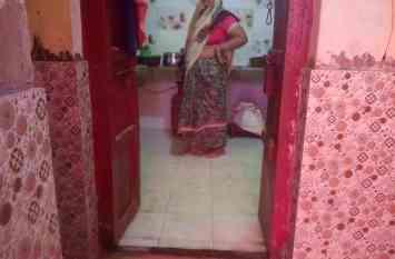 गोरखपुर में बाढ़: राप्ती घरों में हज़ारों लोग सड़क पे