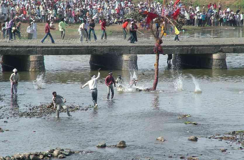 #Live_MP में भारी पथराव, सैकड़ों लोग लहूलुहान, आईजी, कलेक्टर और एसपी ने संभाला मोर्चा
