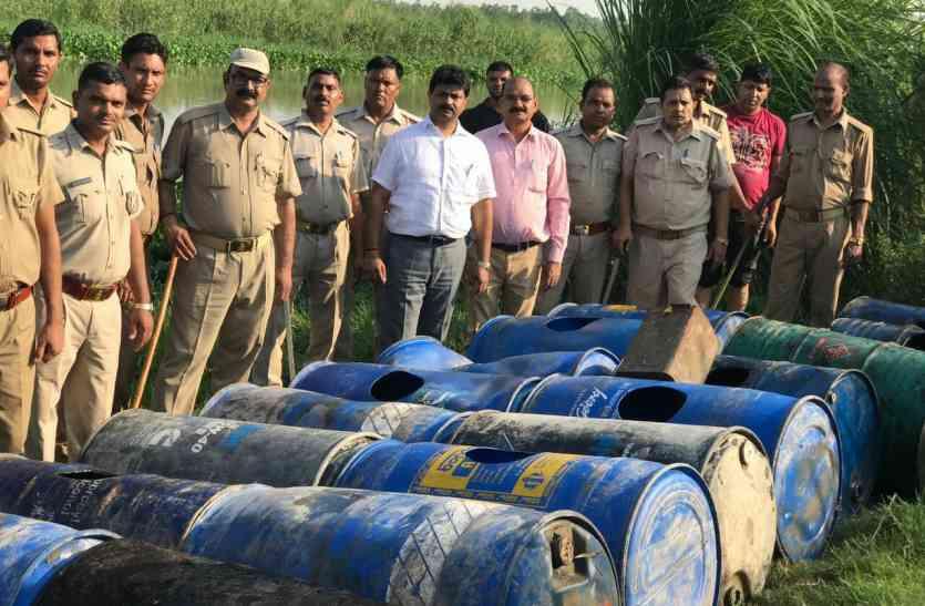 बड़ी कार्रवाई: हिंडन नदी से कच्ची शराब के साथ चार हजार किग्रा लहन बरामद