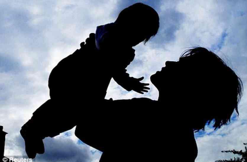 Breaking : अपनापन दिखाकर मां-बाप का दिल जीता और आंख के सामने मासूम को लेकर उडऩ छू हो गई युवती