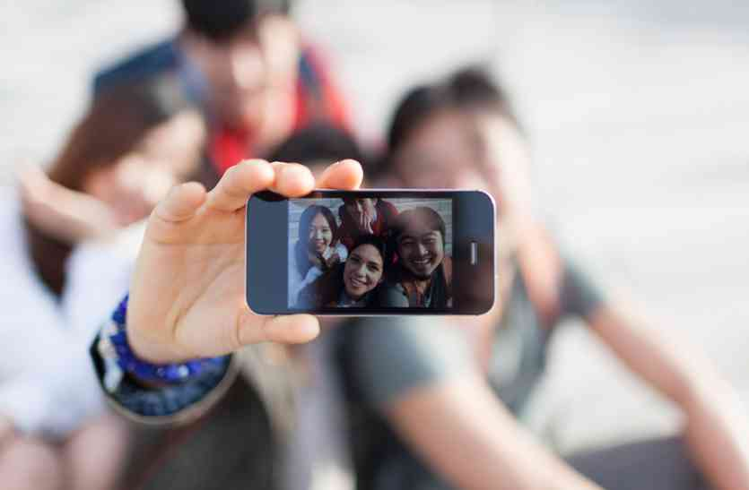 जानलेवा सेल्फीमेनिया: सेल्फी का शौक कर रहा बीमार, बन गया सामाजिक समस्या