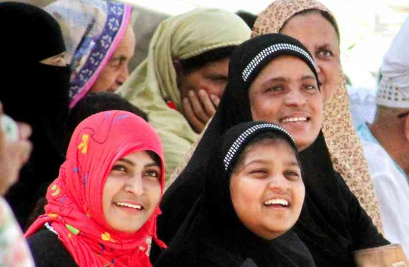 Triple Talaq : मुस्लिम महिलाएं महिलाएं बोलीं- असल ईद आज, अब मनाओ जश्न