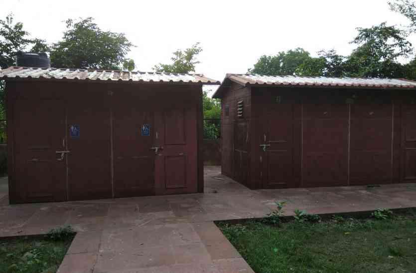 मरियम जमानी के मकबरे में शौचालय को केशव  का इंतजार