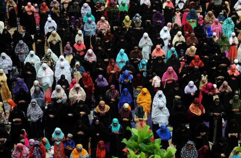 तीन तलाक: सुप्रीम कोर्ट के फैसले पर मुस्लिम पर्सनल लॉ बोर्ड में दो फाड़