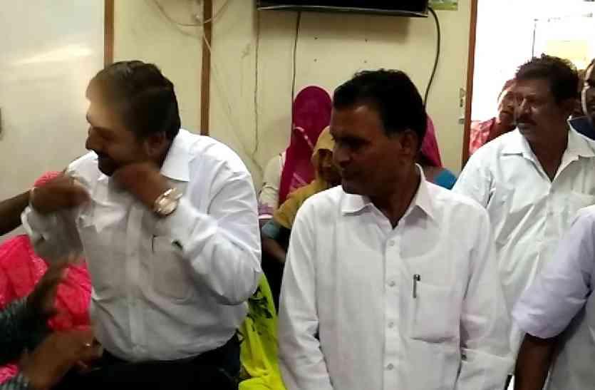 Video Jaislamer news- छलका सब्र का पैमाना, लोगों ने किया आयुक्त का घेराव
