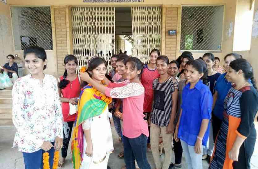 Video- Jaislamer student union elecation- महाविद्यालय छात्रसंघ चुनाव -  देखिए कॉलेज में हुआ छात्रों  का हाई वॉल्टेज ड्रामा