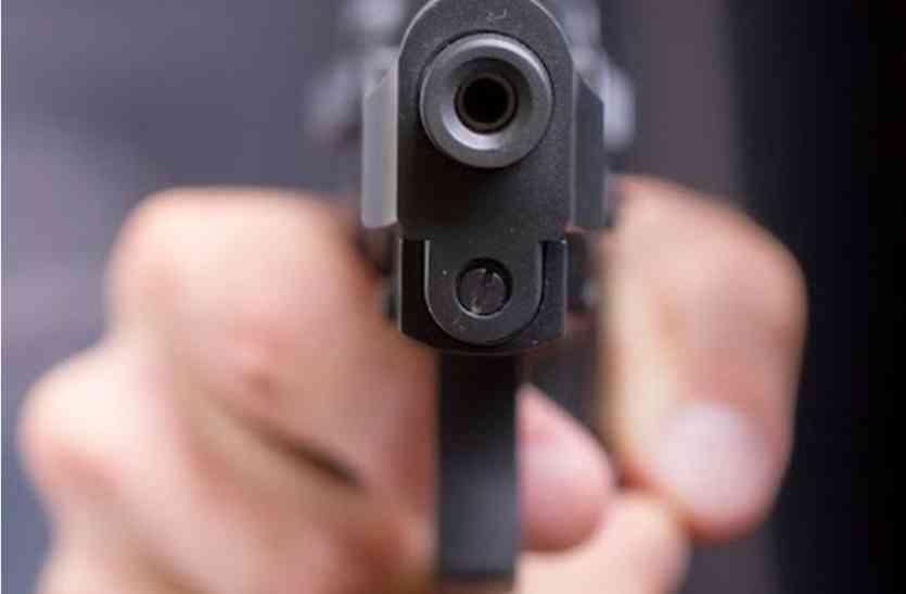 गन प्वांइट पर बहन-भाई से लूट, पुलिस बोली रात को नहीं होता मुकदमा दर्ज