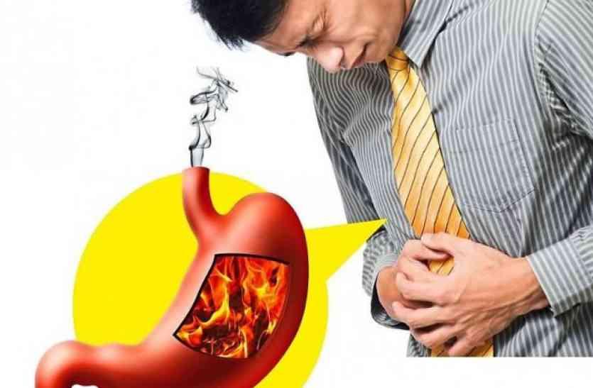 बासी खाने और तनाव से बढ़ती है एसिडिटी