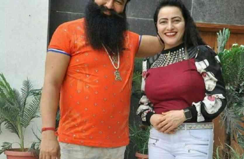 Image result for गुरमीत राम रहीम की की तथाकथित बेटी हनीप्रीत  गुरमीत राम रहीम की की तथाकथित बेटी हनीप्रीत के खिलाफ लुकआउट नोटिस, हो सकती हैं गिरफ्तार,भाग सकती है नेपाल gurmeet ram rahim   s daughter honeypreet insan playing 21 roles in new movie on surgical strike video 4 1503812818 725x725 1754970 835x547 m