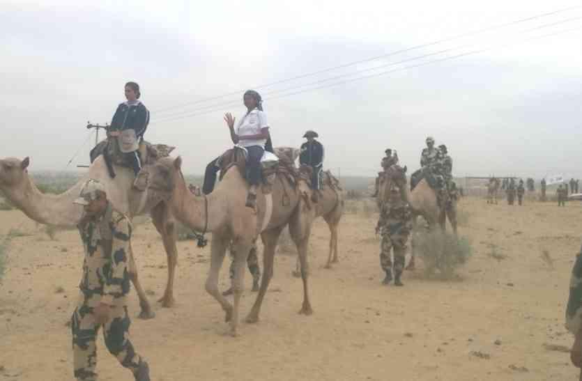 Video jaisalmer-महिला सैनिकों ने गांव में कहा कुछ ऐसा कि सरहदी गांवों की महिलाएं बोली कुछ यह खास...