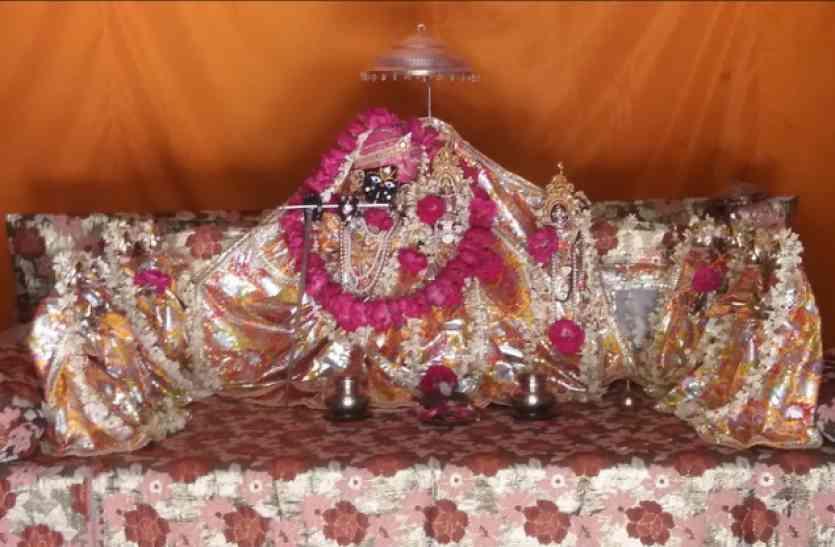 राधारानी का है आठ सखियों संग मंदिर, रात ढ़ाई बजे होती है आरती, इनकी भक्ति से मिलते हैं कृष्ण